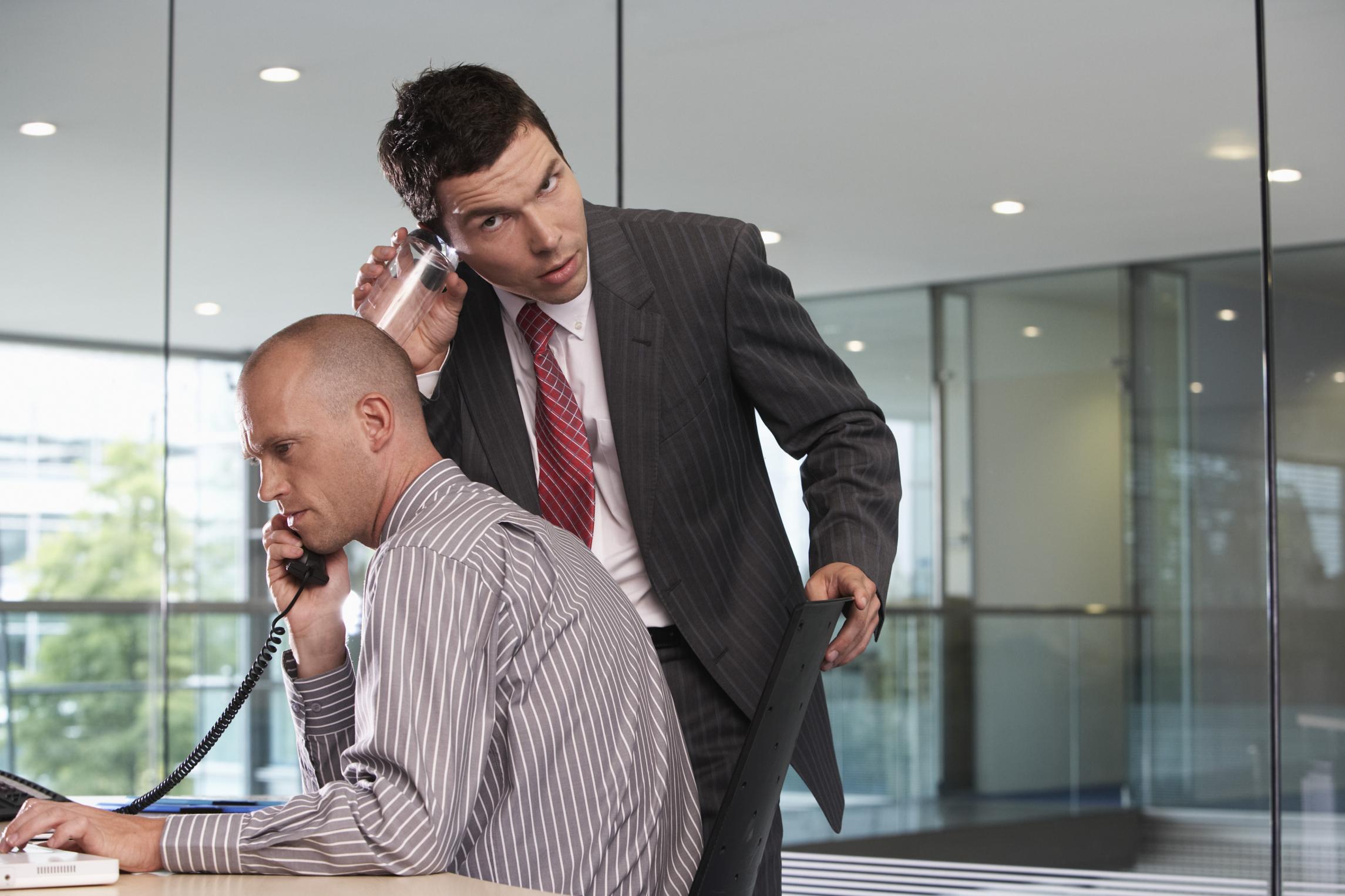 מי רשאי על פי חוק להאזין לשיחות טלפון